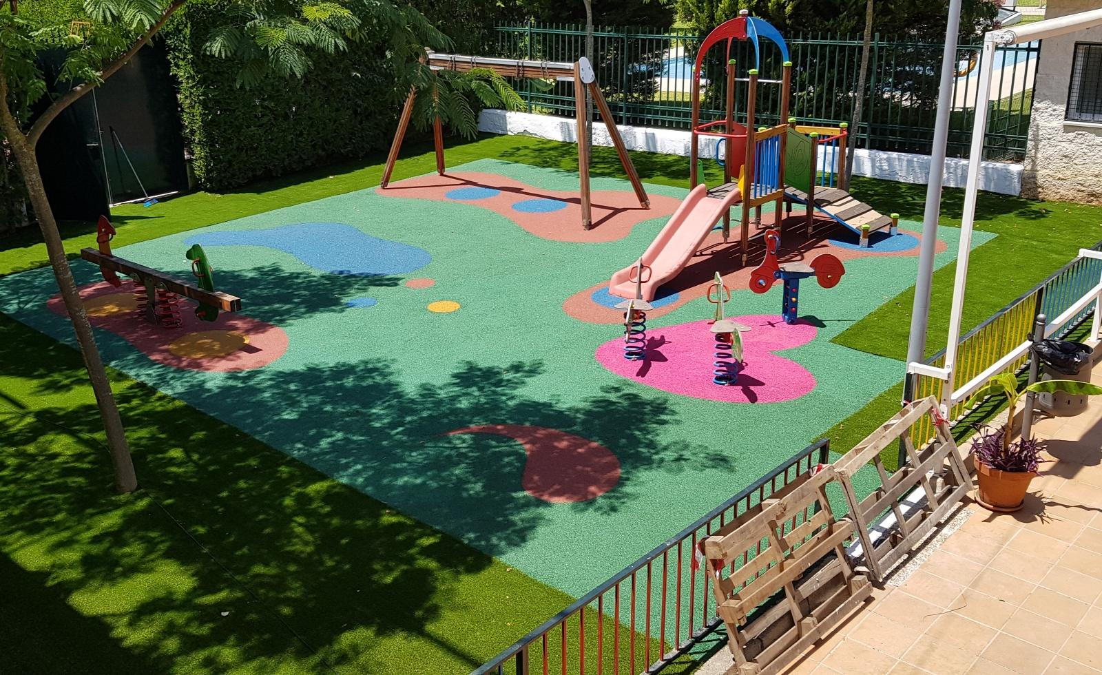 Ya está en funcionamiento el parque infantil del club Social.